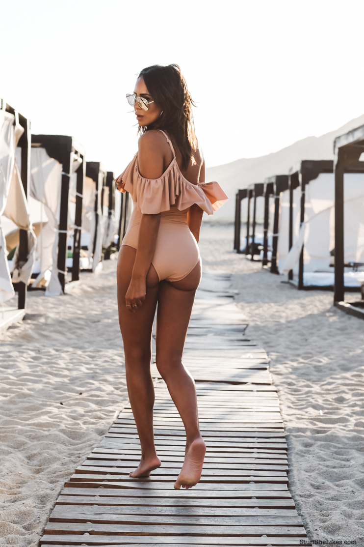 how to wear an off the shoulder swimsuit, foray collective swimsuit, Cabo San lucas, what to wear in Cabo,  what to wear in mexico, taye hansberry blog, top travel blogger, Travel Bloggers
