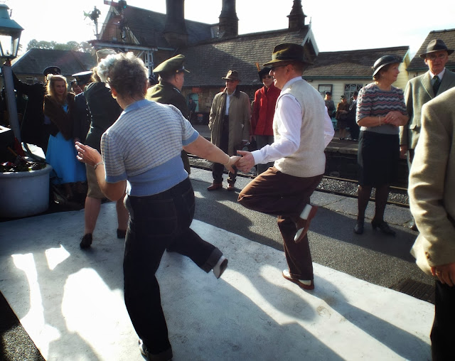Jiving-at-the-Railway-in-Wartime-event-Grosmont-Station