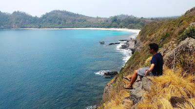 http://mandiriransel.blogspot.co.id/2015/11/sangiang-pulau-cantik-di-selat-sunda.html
