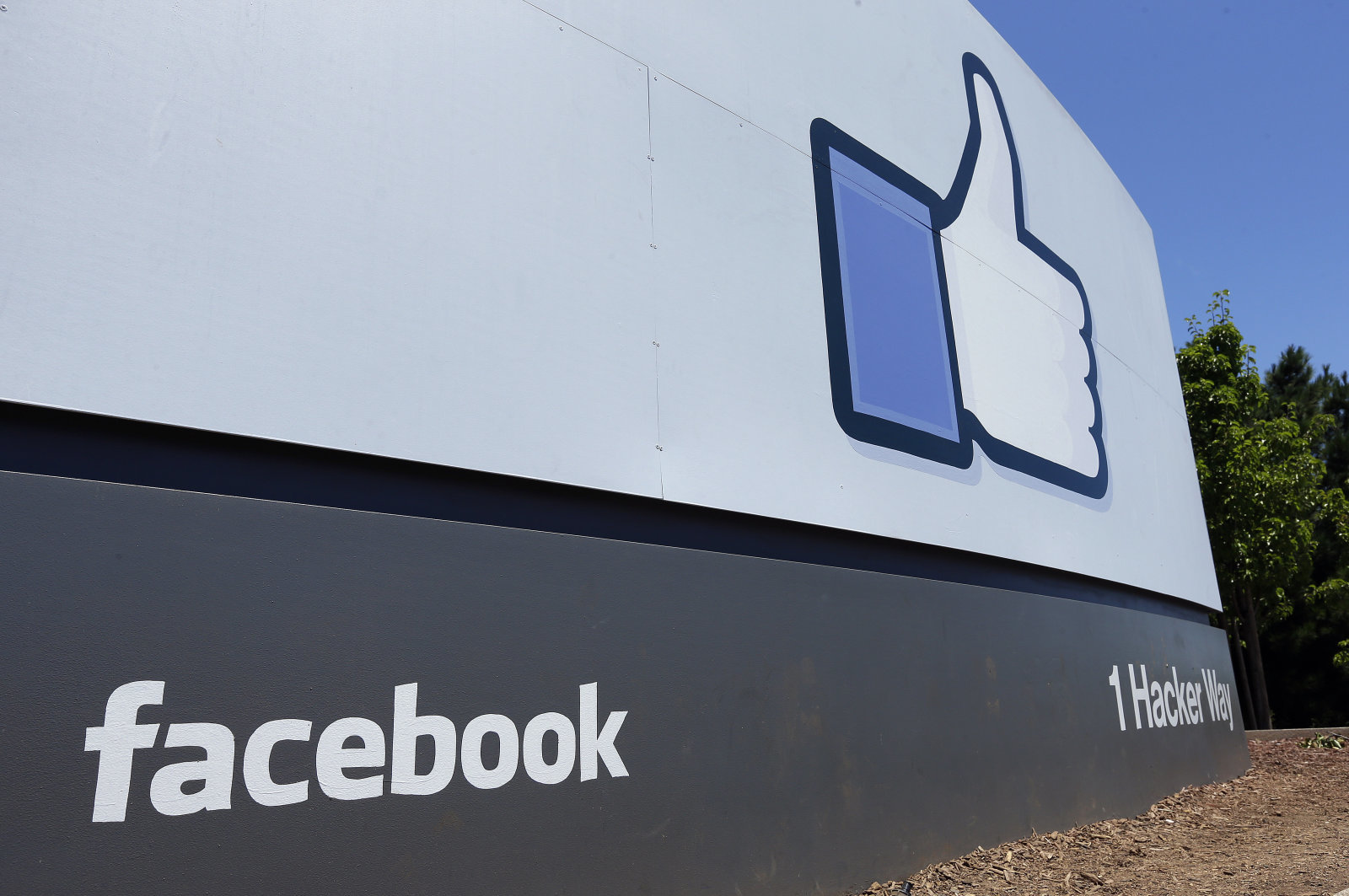 Not in 2019... Facebook's combined messaging system won't arrive this year