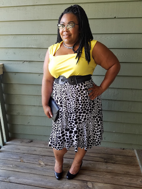 curvy blogger, black and white, flowing skirt, polka dots, yellow tank
