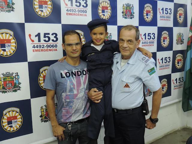 Fã da Guarda Municipal de Jundiaí, criança de 6 anos ganha 'mini farda'
