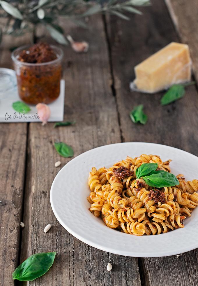 Receta Pesto rojo fácil con kalamata vegano pasta