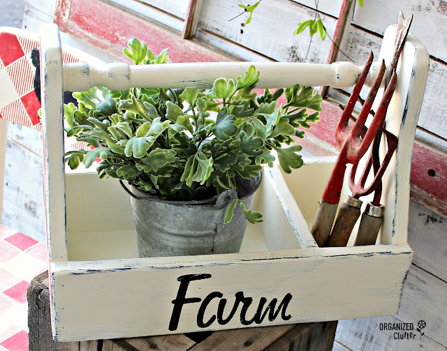Buffalo Check Farmhouse Style Toolbox #oldsignstencils #buffalocheck #farmhousestyle