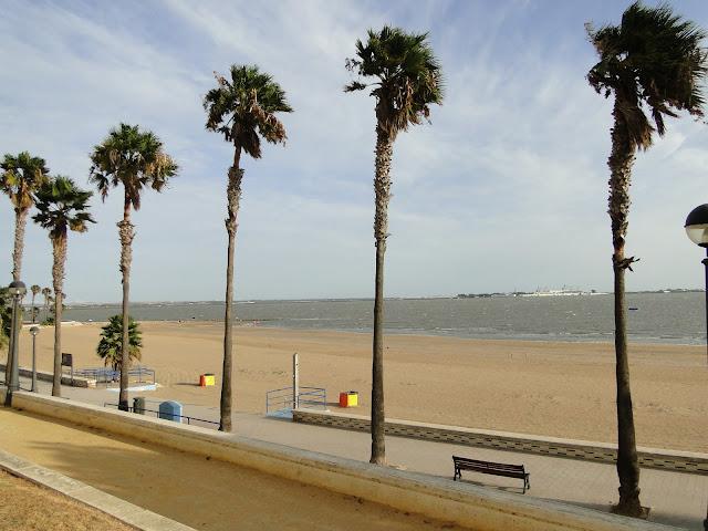 Playa de la Cachucha desde paseo marítimo