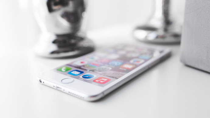 Wallpaper: Apple iPhone 6 Plus on desktop