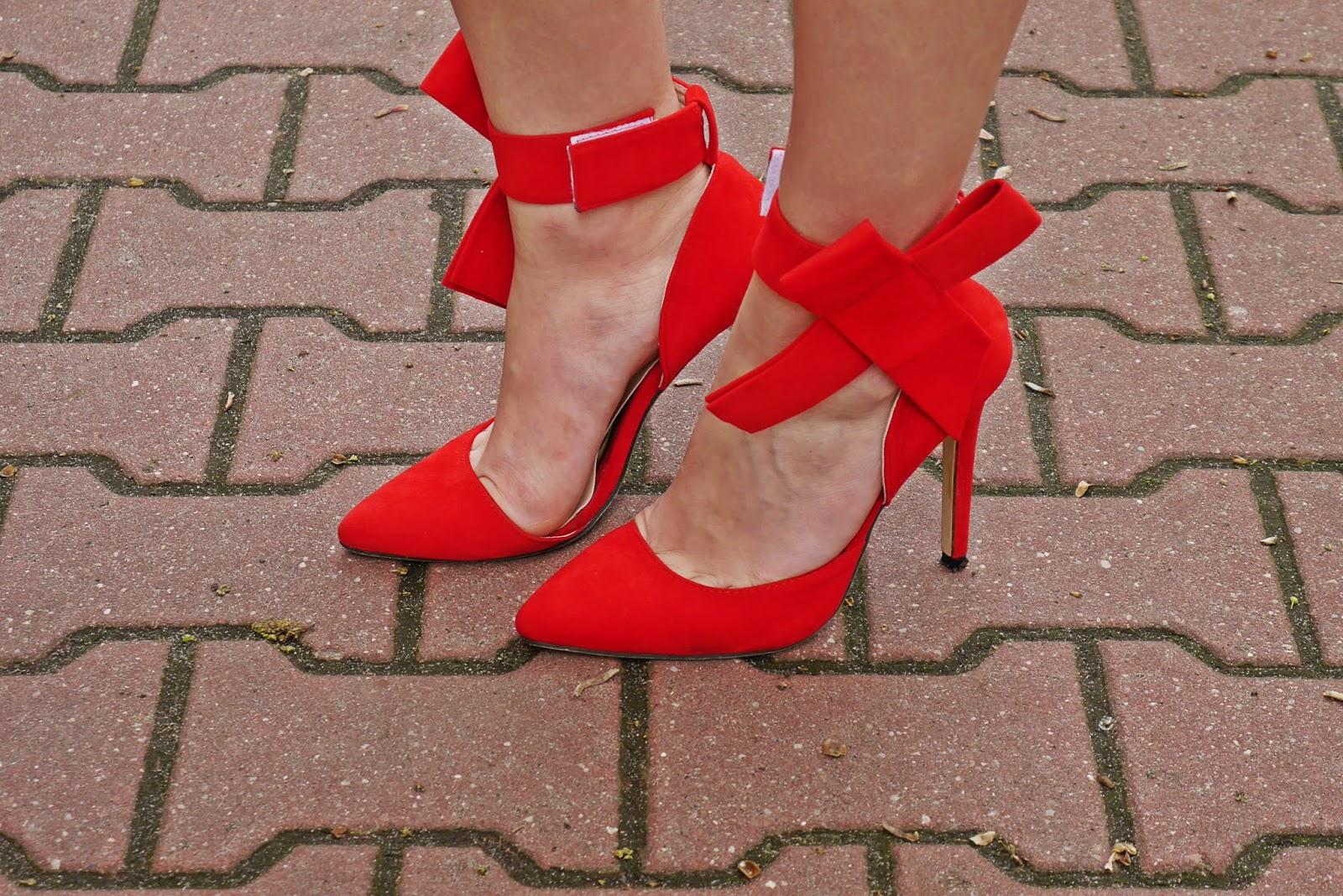 czerwone_szpilki_kokardy_red_heels_karyn_blog_look_110517
