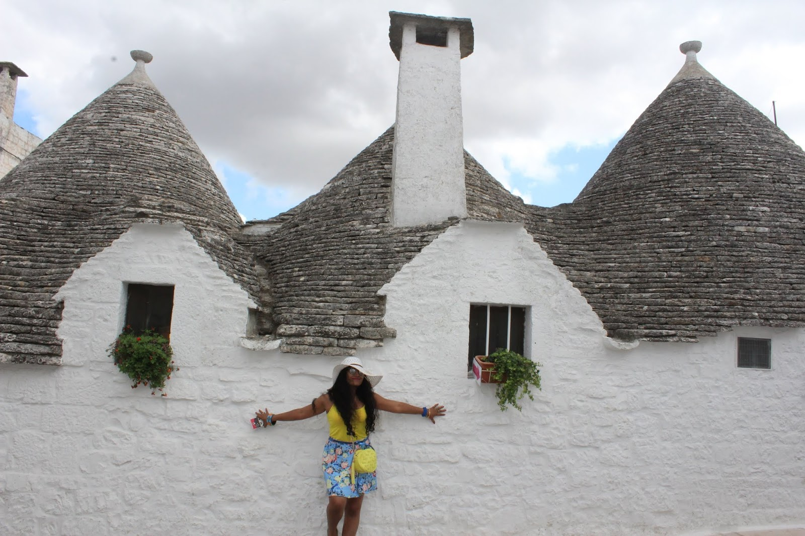 trulli houses for rent, trulli houses for sale, trulli italy images, trulli puglia images, how are trulli houses built, puglia, trulli with pool, trulli inside