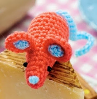 http://www.letsknit.co.uk/free-knitting-patterns/LK71-amigurumi-seal-and-mouse