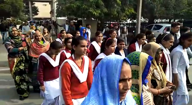 Schoolgirl performs DC office in Faridabad for teachers