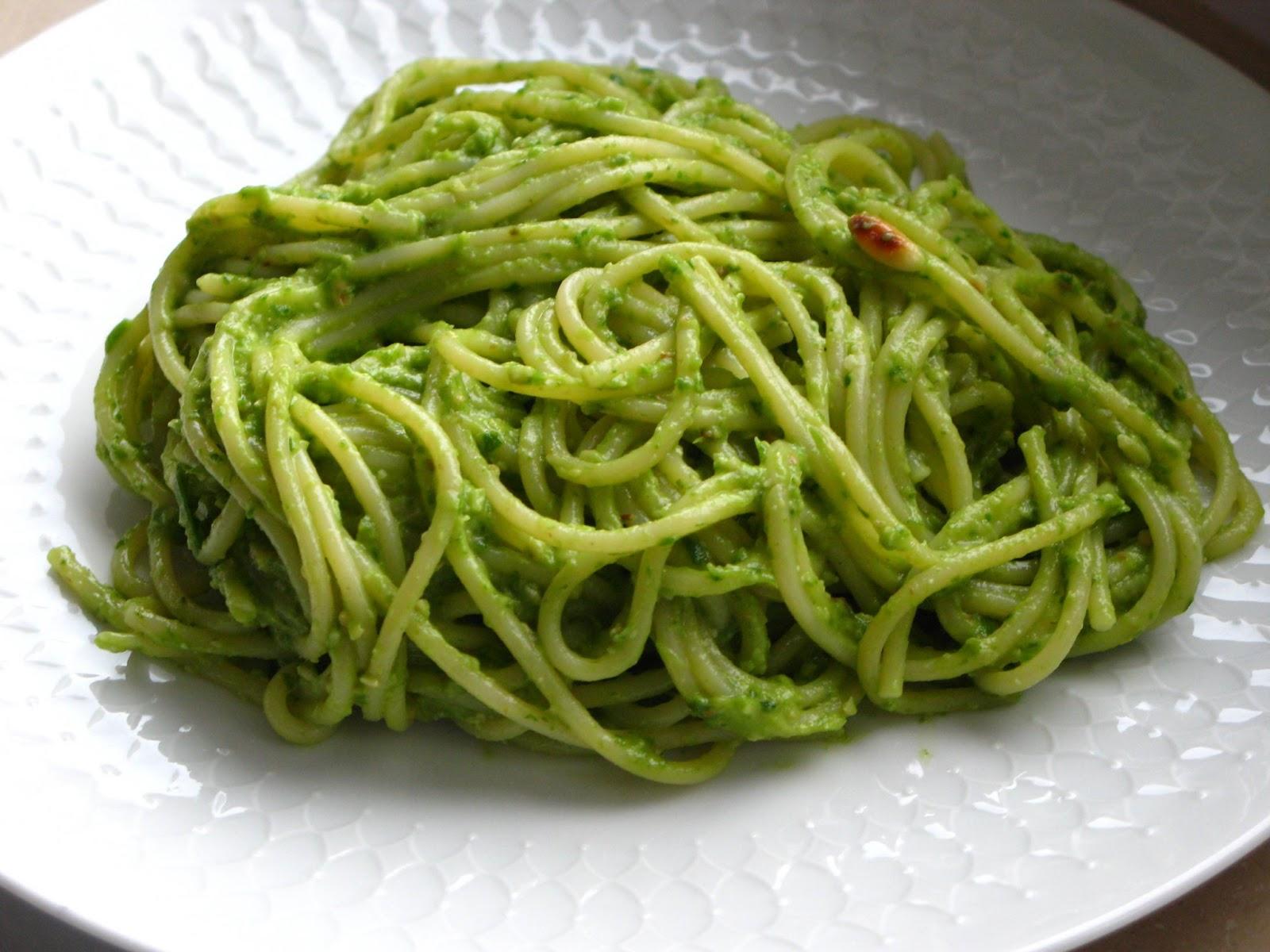 gourmandises v g tariennes spaghetti mit veganem avocado postelein pesto. Black Bedroom Furniture Sets. Home Design Ideas