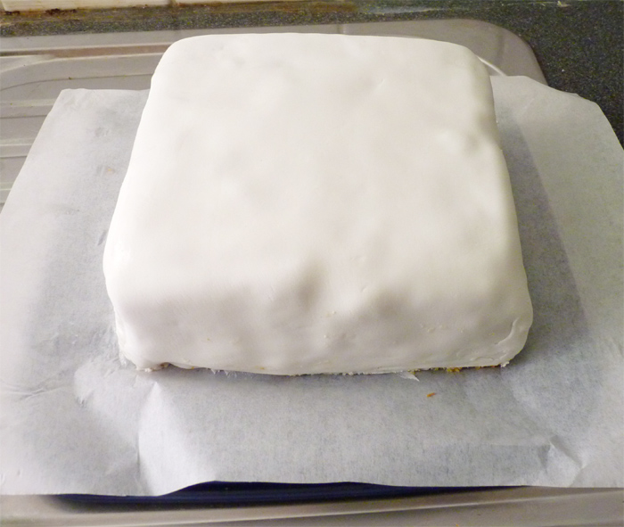 Icing Covering Cake Band