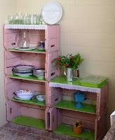 Cajones de madera reciclados en la cocina