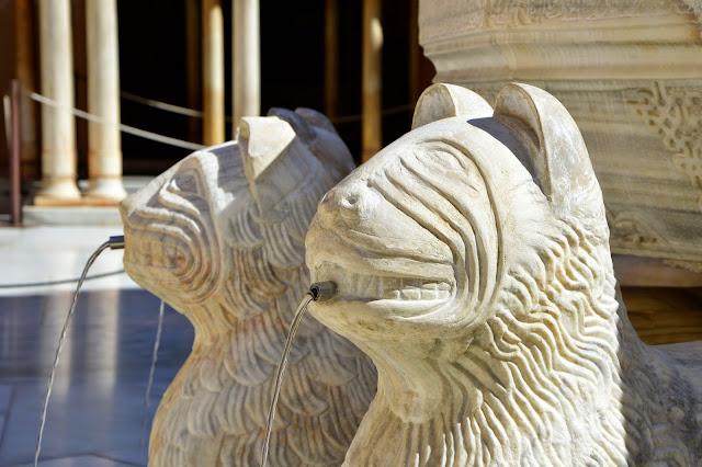 Alhambra fontanna z 12 lwami