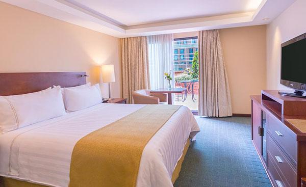 colombianos-hospedar-hotel-convencional-2019-turismo-Booking-com