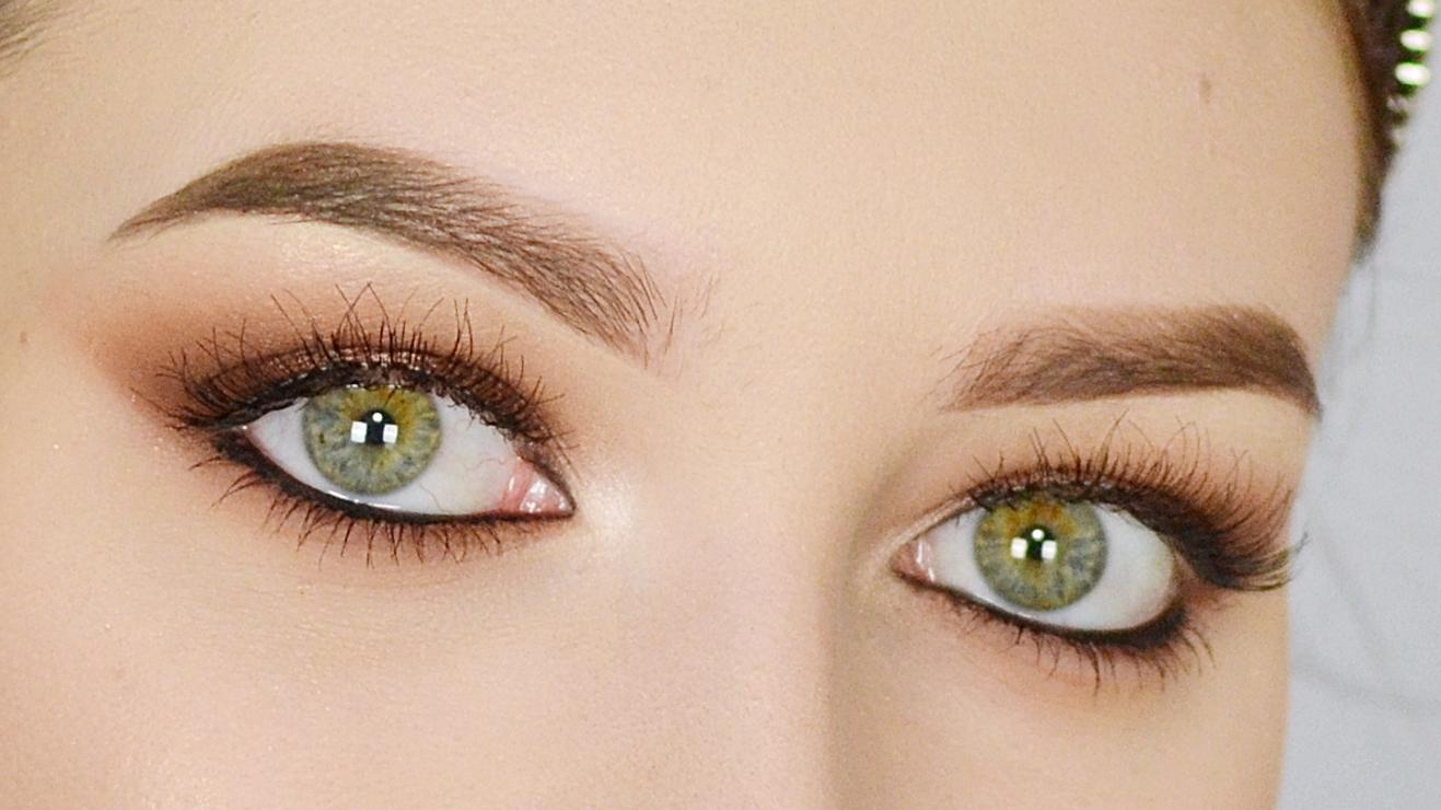 klasyczny elegancki brązowy makijaż smoky eye