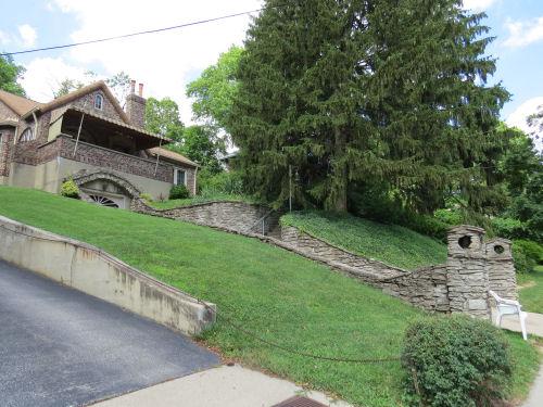 stone sided driveway