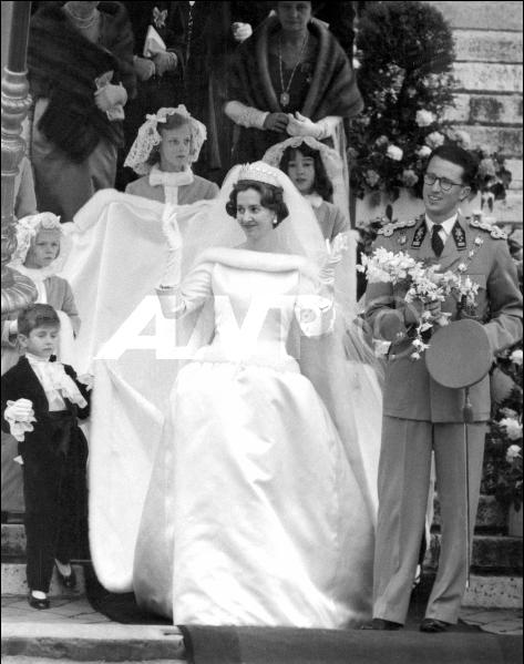 Fabiola Chose A Fellow Spaniard To Design Her Wedding Gown Cristóbal Balenciaga The In Theory Was Simple Just White Silk Tulle And Fur