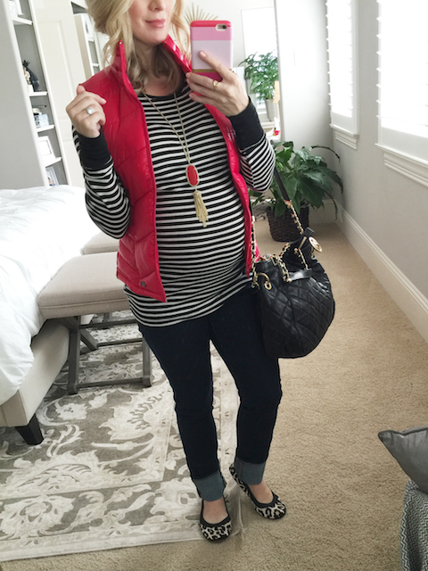Winter fashion | striped top, puffy vest and leopard ballet flats - #maternitystyle #dressingthebump