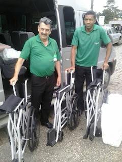 Doaçao de cadeira de rodas para o hospital angelina caron
