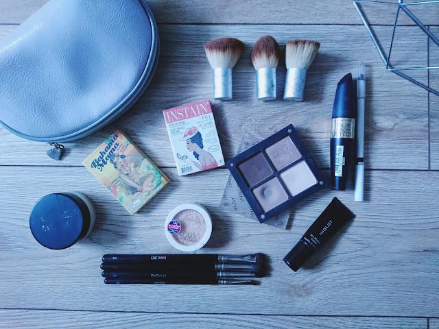 metamorfoza kosmetyczki, kosmetyki do makijażu