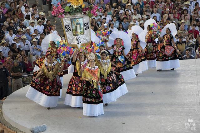 Santo domingo tehuantepec en la guelaguetza