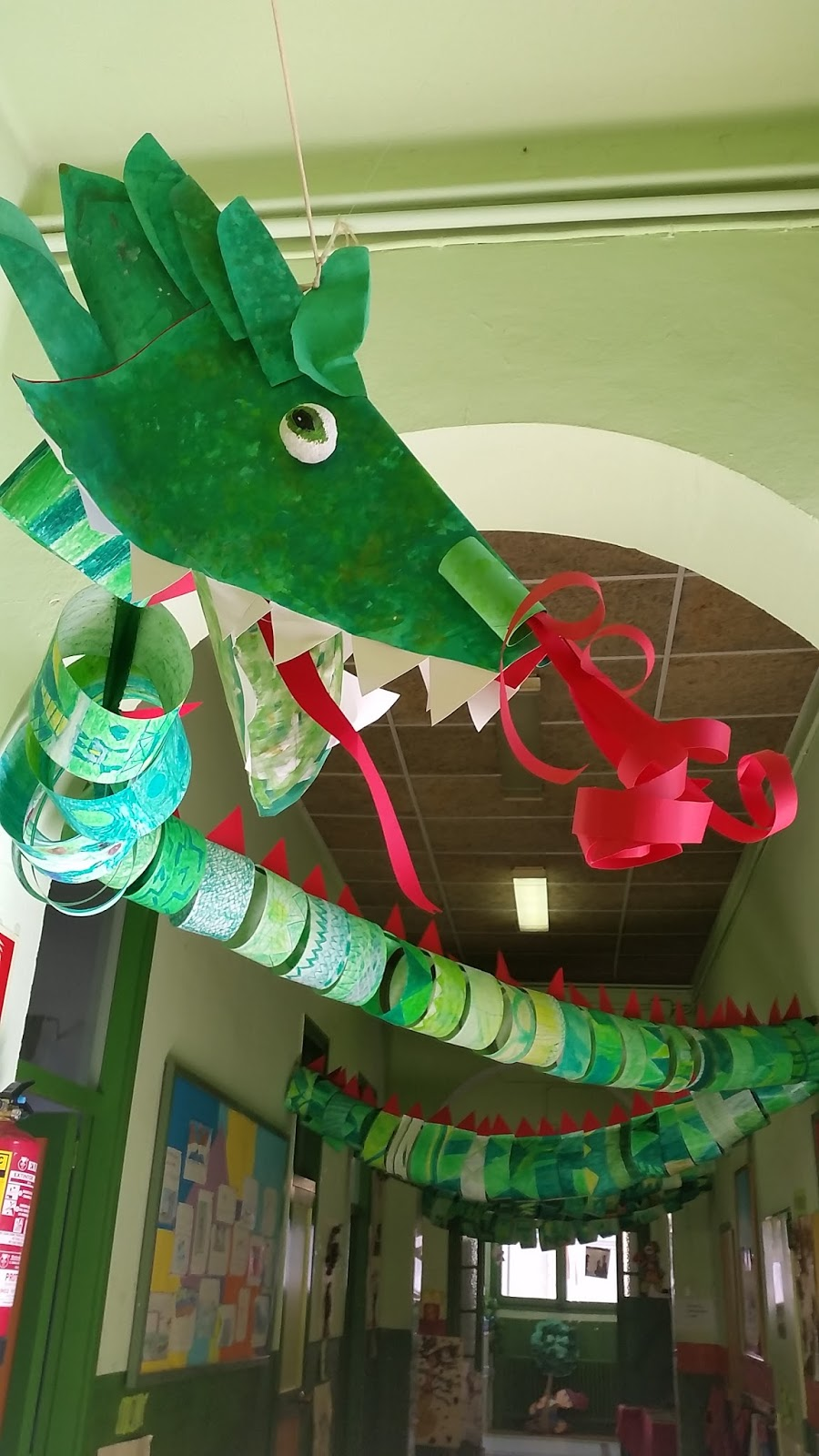 Pappteller drache 1 fasching pinterest pappteller for Drachen basteln im kindergarten