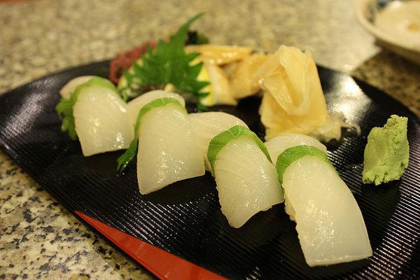 101 เมนูซูชิ ซูชิหน้าปลาหมึก (Ika Nigiri)