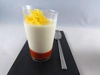 Vasitos de cremoso de parmesano con coulis de pimiento rojo