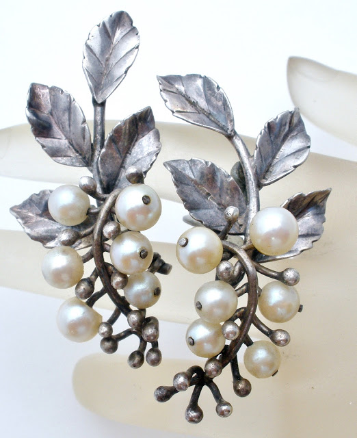 Pearl earrings in sterling silver
