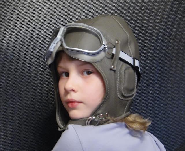 Детский шапка шлем: натуральная кожа и очки (упрочненное стекло)