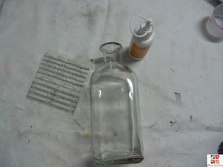 botella reciclada con técnica decoupage