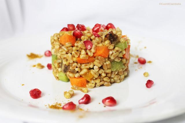 Farro Autunnale con Verdure Croccanti, Curry e Melograno