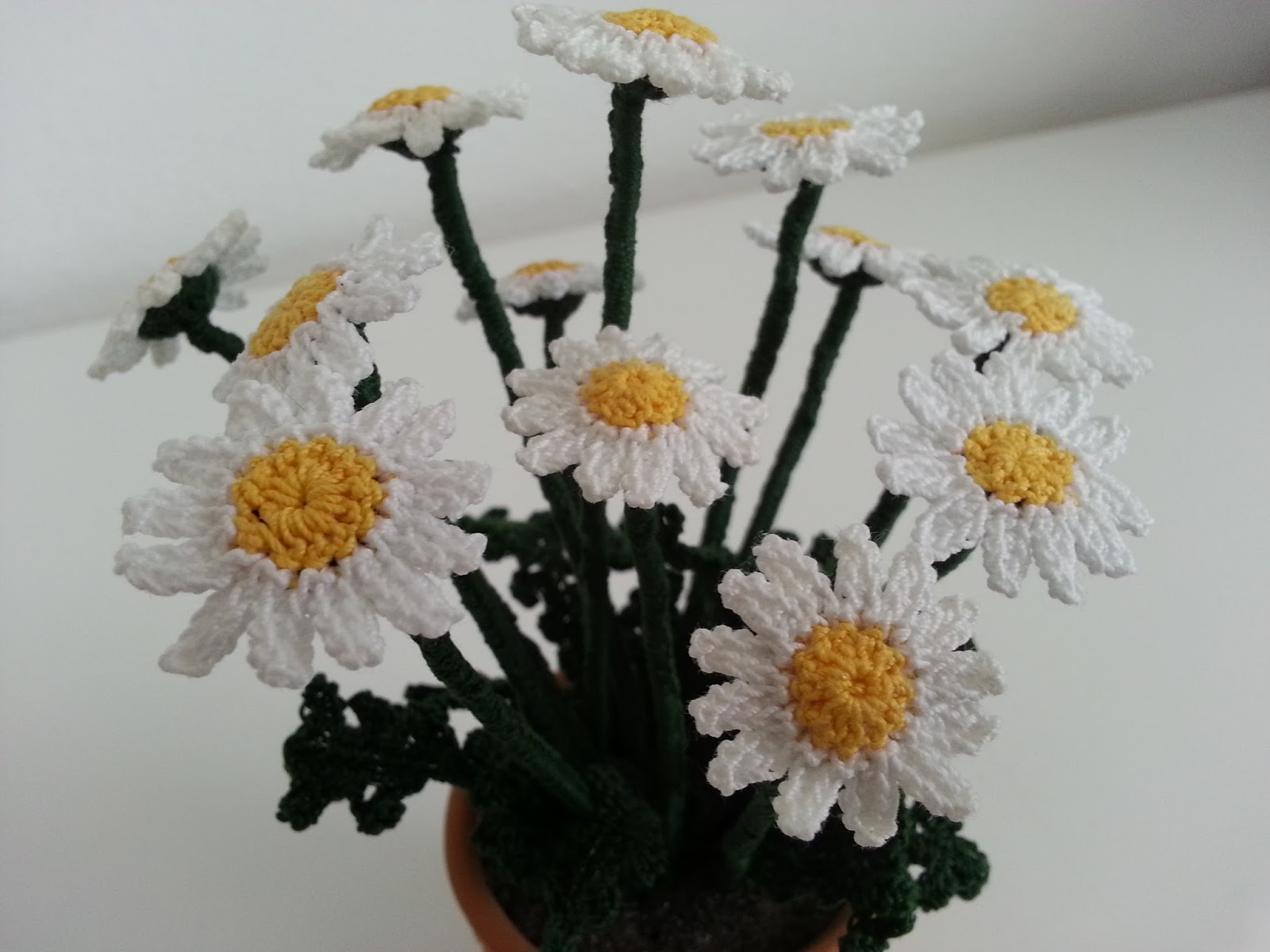 Il blog di sam how to crochet a daisy insert the zinc plated wire of the length 2 times the chains more about 4 cm per side and work around the single crochet and as you work them izmirmasajfo
