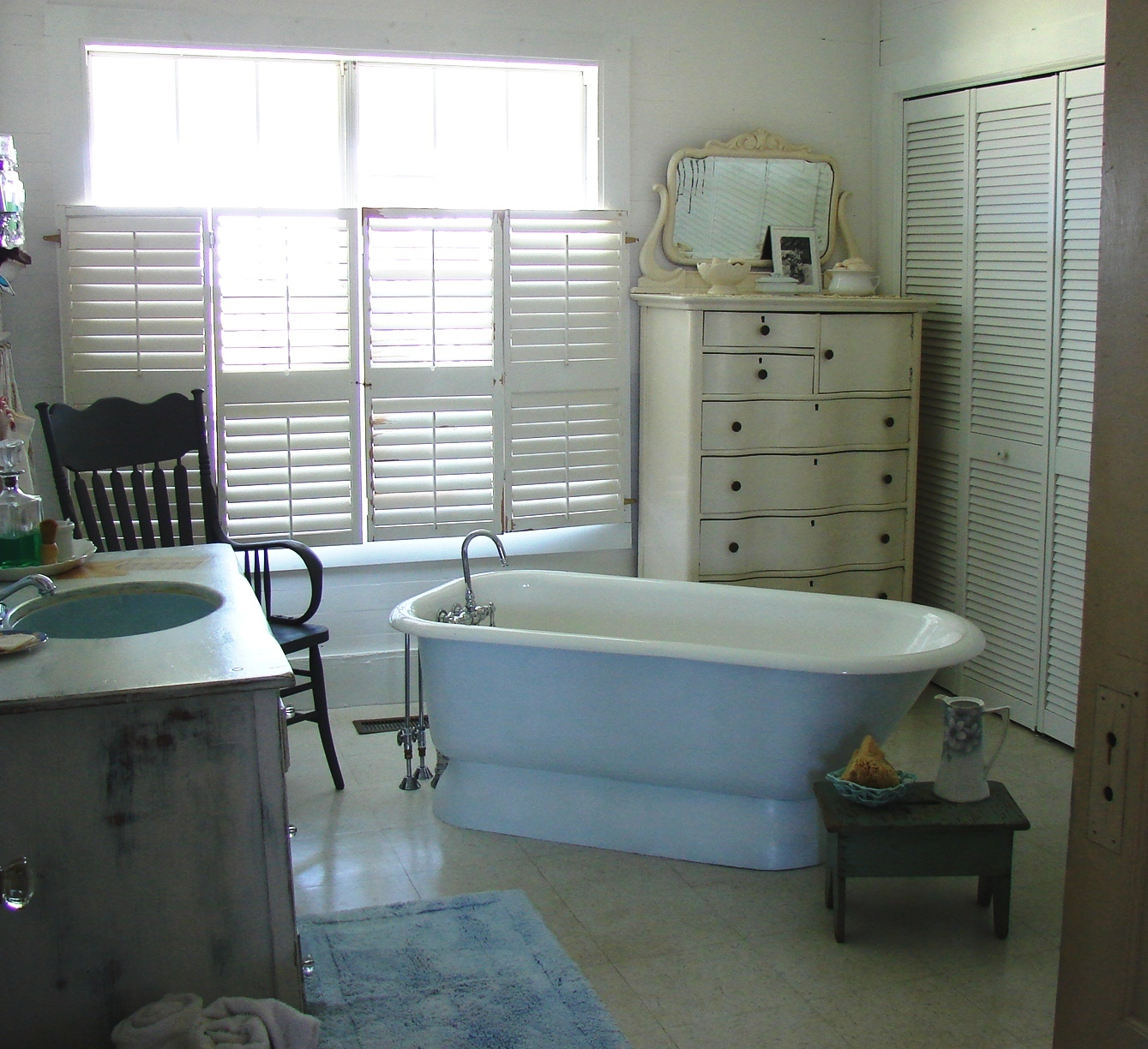 The country farm home before and after series the for Farm bathroom