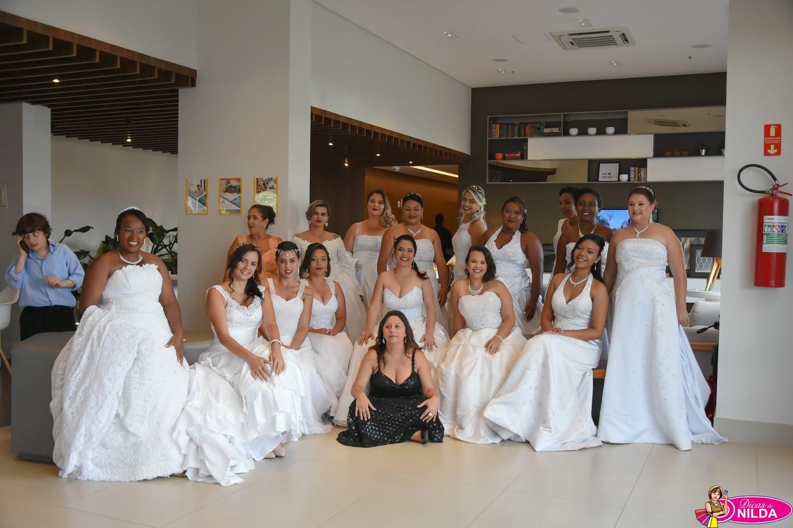 685839ce2f O Vereador Massao Kanesaki entre as noivas do dia e a dona do Projeto