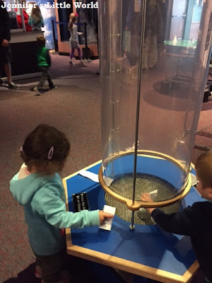 Child learning experiments at the Orlando Science Center