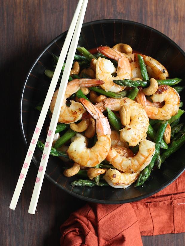 Buttery Shrimp with Asparagus & Cashews recipe by SeasonWithSpice.com