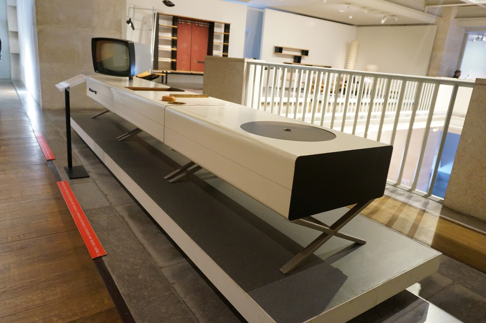 meuble pour tourne disque rangement vinyle en ides dco qui fredonnent une mlodie vintage. Black Bedroom Furniture Sets. Home Design Ideas