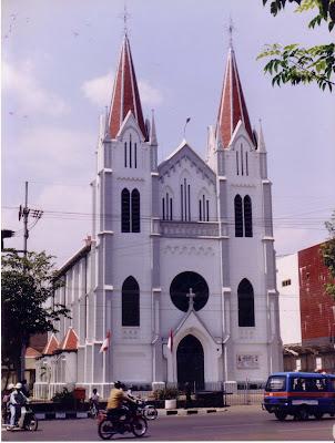 gereja kayu tangan malang
