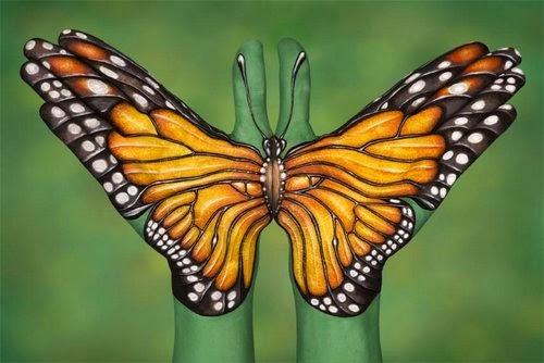 24-Monarch-Butterfly-Guido-Daniele-Painting-Animals-on-Hands-www-designstack-co