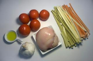 Pasta con pollo y tomate fresco - ingredientes