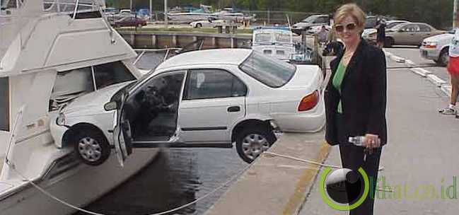 Honda Civic/Accord Terjepit di Kapal Feri