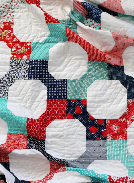 Bow Tie quilt tutorial from Andy of A Bright Corner - A fat quarter quilt that also makes a great scrap quilt project!