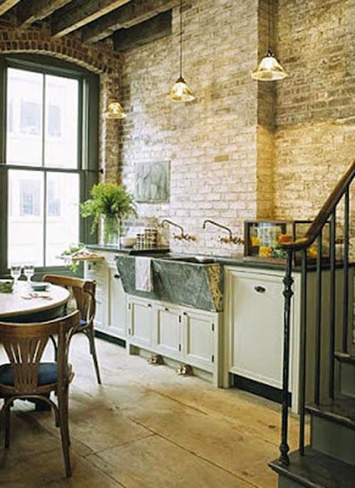 Pared de ladrillos expuestos en la cocina