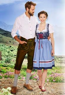 Dos personas con trajes tradicionales bávaros (Trachten), él un Lederhose, ella una Dirndl.
