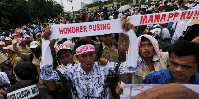 PKS Desak Pemerintah Selesaikan Masalah Guru Honorer