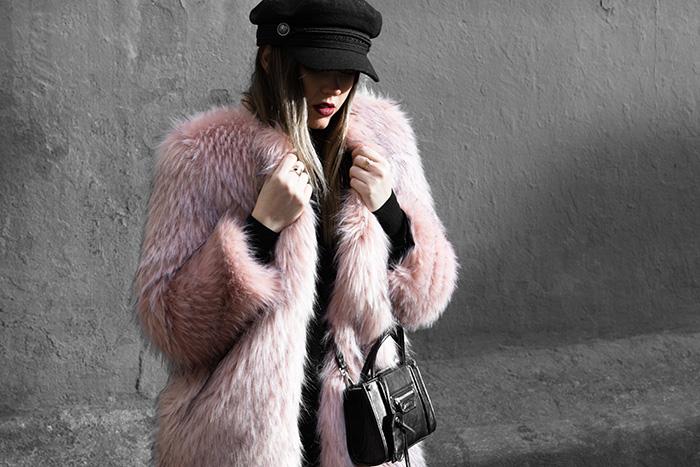 rosa sobre negro