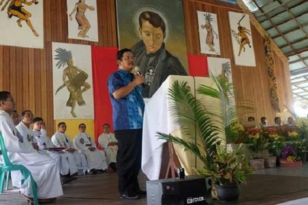 Bupati menyampaikan kata sambuatan di acara Kaul Kekal Bruder Leo dan Bruder Sukir