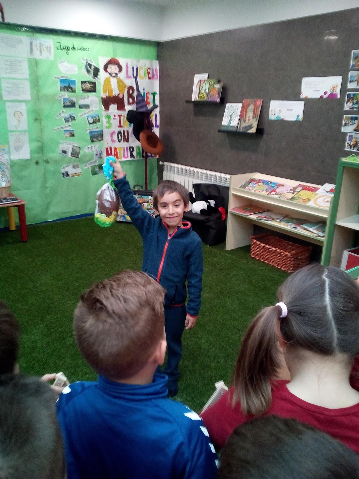 Excepcional Montessori Maestra Preescolar Reanudar Muestras Friso ...